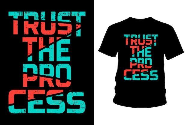 Дизайн типографики футболки с лозунгом trust the process
