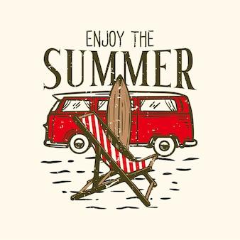 Tshirt 디자인 슬로건 타이포그래피는 해변 요소 빈티지 일러스트와 함께 여름을 즐기십시오