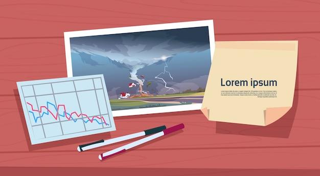 허리케인 풍경과 피해 통계 그래프, 시골 자연 재해 개념에서 폭풍 물 분출의 왜곡 토네이도 이미지