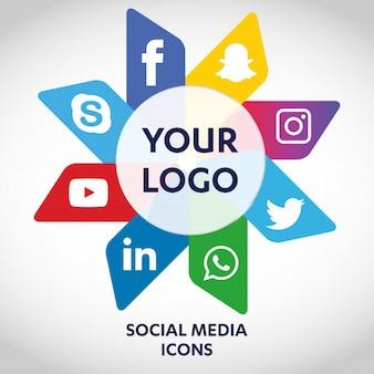 Набор самых популярных значков социальных сетей, twitter, youtube, whatsapp, snapchat, facebook, instagram, логотипы, напечатанные на бумаге