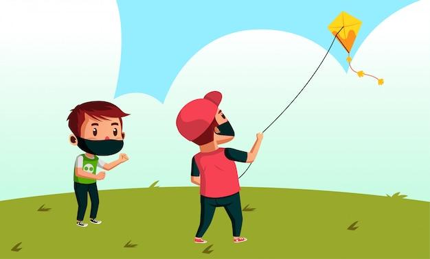 Два мальчика в маске играют в кайт в парке во время нового нормального