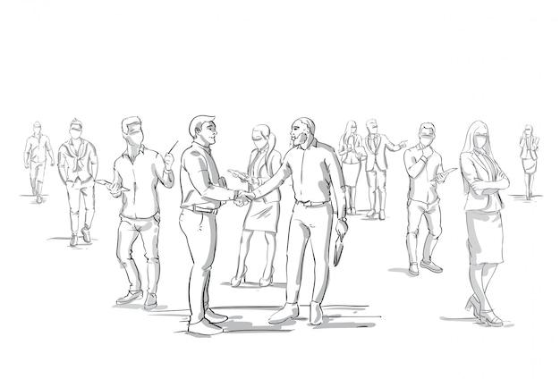Два бизнесмена рукопожатие силуэт над бизнесменами группа толпы бизнесменов босс рукопожатие