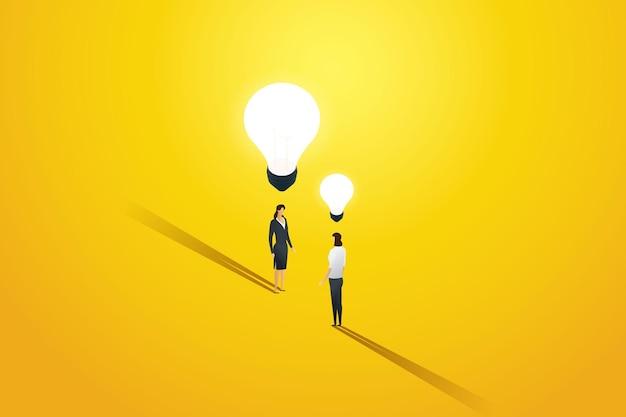 비즈니스 경력 개발에서 서로 다른 창의적인 아이디어를 가진 두 명의 비즈니스 여성