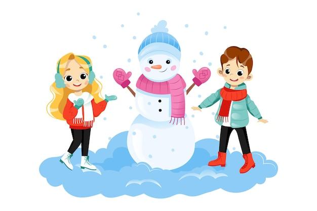 笑顔の大きな雪だるまの近くに立っている2人の子供のキャラクター。漫画フラットスタイルの白い背景の上のベクトルイラスト。冬服を着た男の子と女の子が雪の中で外で活発に時間を過ごしています。