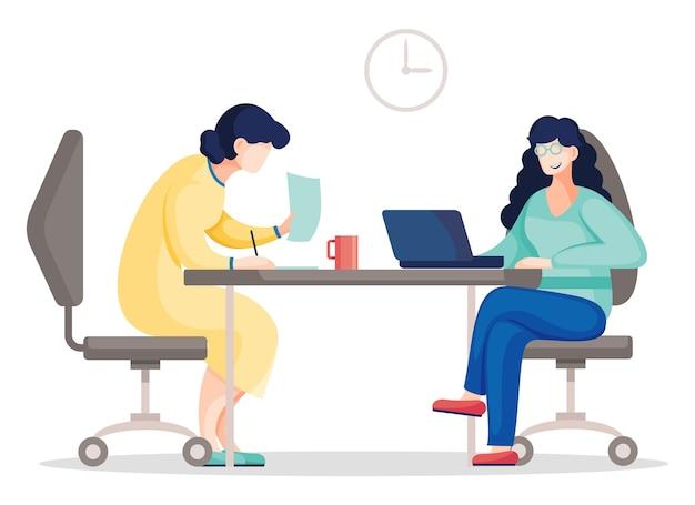 Два общения коллег в офисе, сидя за столом с ноутбуком и документом