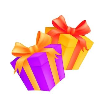 황금과 빨간 리본과 활 두 선물 상자. 포장 된 판지의 그림 흰색 배경에 고립 된 선물