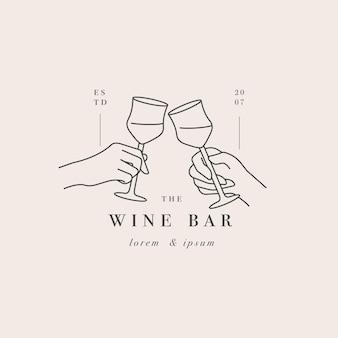 음료 한 잔으로 두 손입니다. 카페 또는 바에 대한 추상 로고.