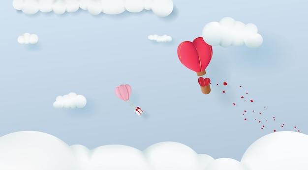 バレンタインデーのために2つのハート型の風船が雲の中を飛ぶ