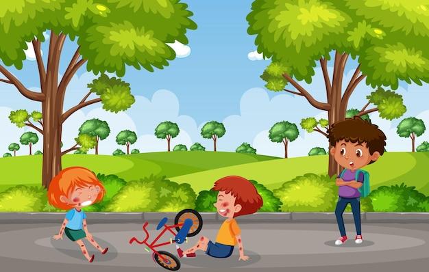 庭のシーンで自転車に乗って頬と腕で負傷した2人の子供
