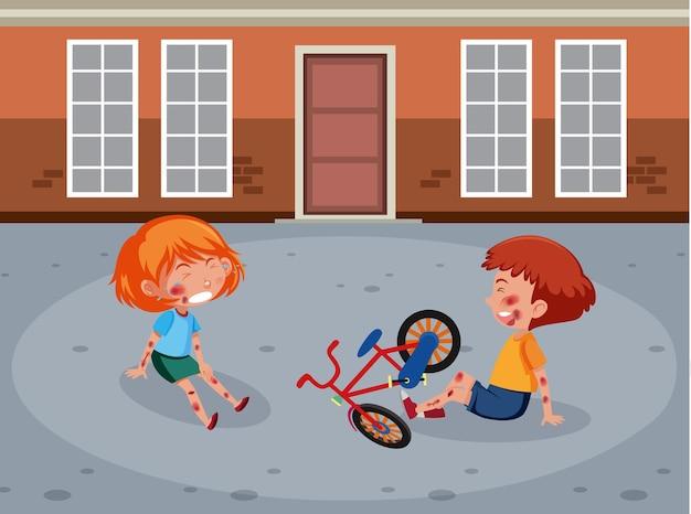 ストリートシーンで自転車に乗って頬と腕を負傷した2人の子供