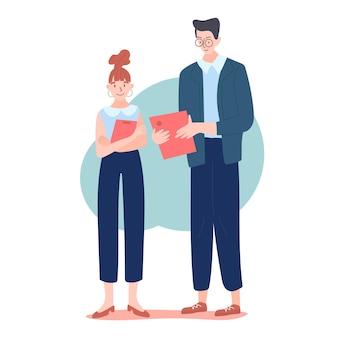 Два офисных работника разговаривают друг с другом и держат в руках офисные папки или документы.