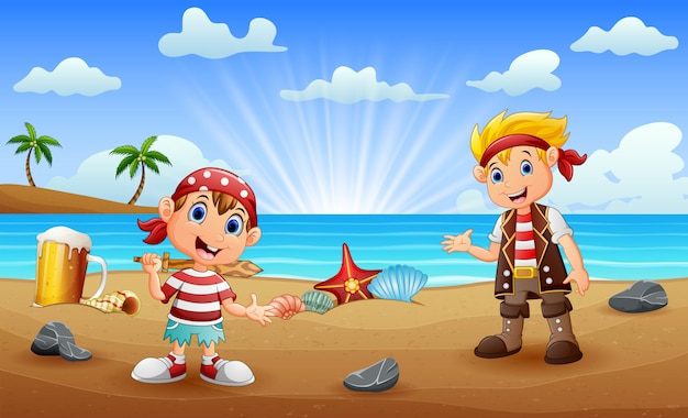 해변에서 두 명의 해적 아이