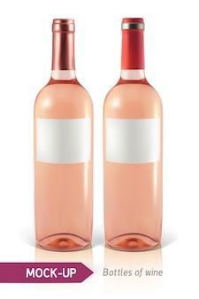 反射と影と白い背景の上の2つの現実的なロゼワインのボトル。