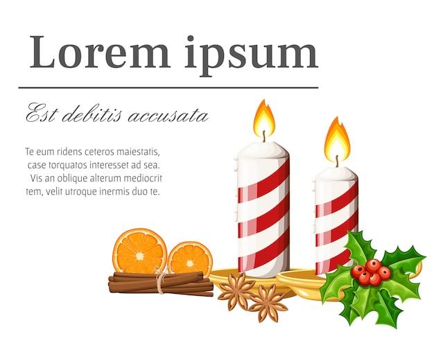 Две полосатые красные горящие рождественские свечи на подсвечнике с дольками апельсина канелы и иллюстрацией омелы на белом фоне с местом для текста