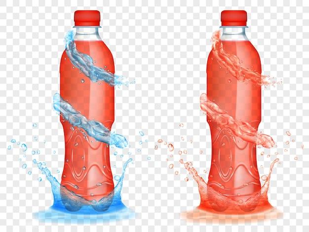 透明な背景に分離された、水色の水冠と水しぶきが付いた、赤いジュースで満たされた2つの半透明のプラスチックボトル。ベクトル形式のみの透明度