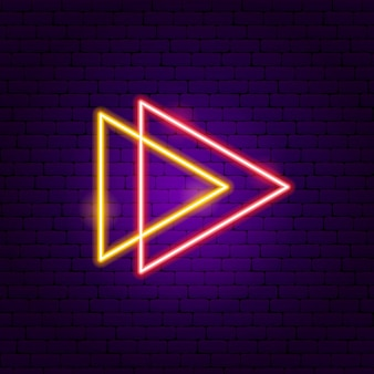 Две треугольные стрелки неоновая вывеска. векторная иллюстрация направления продвижения.