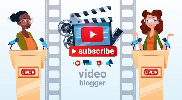 Two woman video bloggerオンラインストリームブログ購読するコンセプト