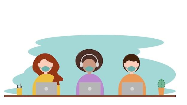 바이러스 감염 벡터를 방지하기 위해 수술용 마스크가 있는 노트북 작업을 하는 두 명의 여성과 남성
