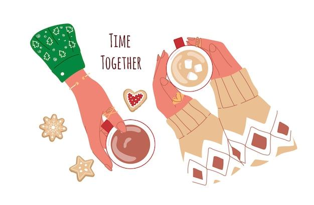 Две женщины держат чашку с кофе и зефиром на рождество вместе