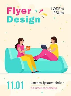Due donne in un momento di relax a casa modello di volantino