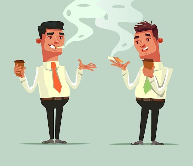 Два рабочих друга пьют кофе и курят сигарету. концепция кофе-брейк.