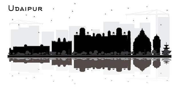 黒の建物と白で隔離の反射とウダイプールインドの街のスカイラインのシルエット。ベクトルイラスト。歴史的建造物と観光の概念。ランドマークのあるウダイプールの街並み。