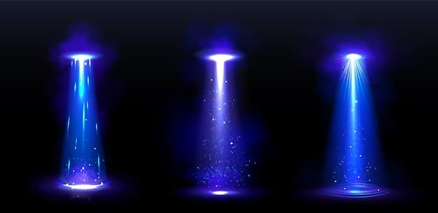 밤에 외계인 우주선에서 ufo 광선과 빛나는 광선
