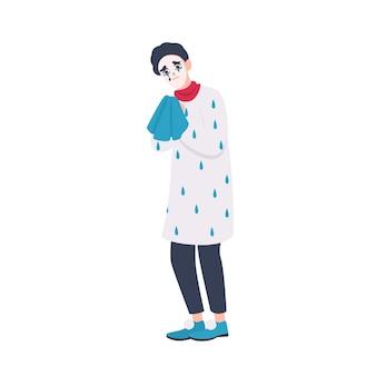 Несчастный мим в берете держит платок и плачет