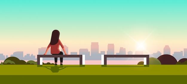 관계 문제가 우울증에 불행 슬픈 여자