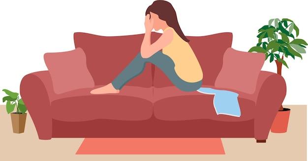 Несчастная молодая женщина страдает, сидя на диване в одиночестве