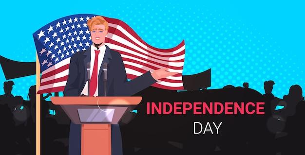 トリビューンからの人々に話す米国の政治家、7月のアメリカ独立記念日のお祝いのバナーの4日