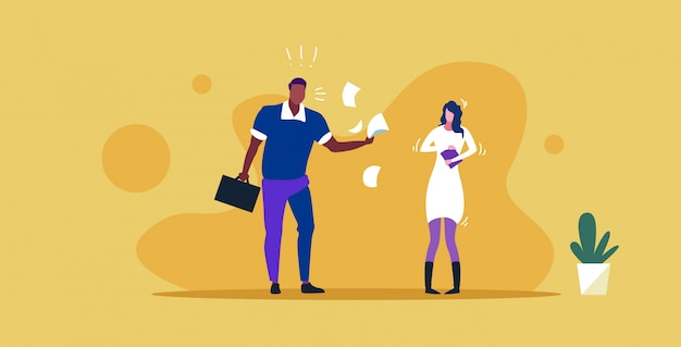 不満の女性上司が欲求不満の女性労働者の悪い仕事の概念に叫んで紙の文書を投げて怒っている雇用者の叫び従業員スケッチ水平全長