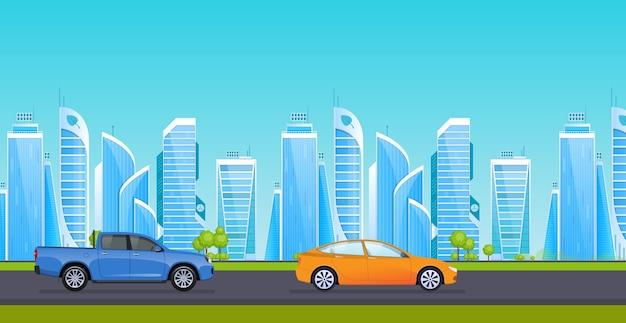 周辺の高層ビルの背景に交通機関がある都市のアスファルト道路。