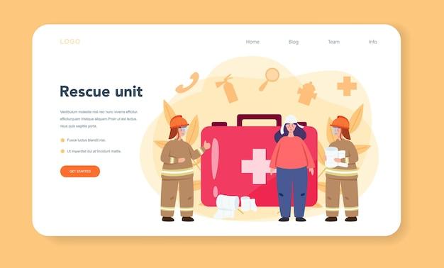緊急救助者のヘルプwebテンプレートまたはランディングページ。負傷者への応急処置を支援する制服を着た救急車のライフガード。