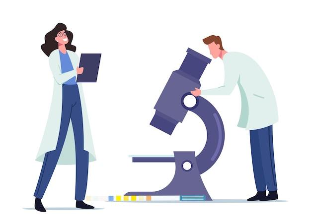 Исследование мочи для проверки на наличие заболеваний в больнице или клинической лаборатории