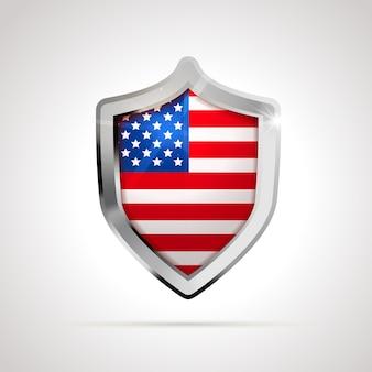 光沢のある盾として投影された米国旗