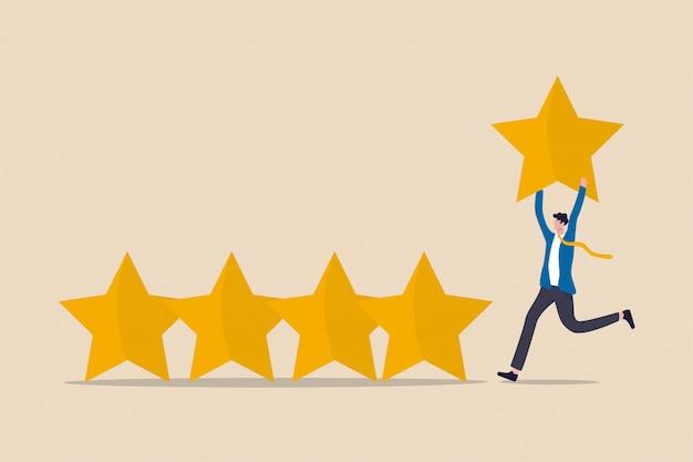 ユーザーエクスペリエンス、顧客のフィードバックスター評価またはビジネスおよび投資評価の概念、ゴールデンイエロースターを保持しているビジネスマンが5つ星の評価に追加されます。