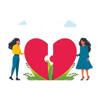 Utwo 여성 커플 연결 심장 반쪽. lgbt, 사랑은 사랑, 평면 벡터 일러스트 데이트 큰 깨진 붉은 마음 근처에 서 있는 두 개의 평면 여성. 자신감 있는 여성. 자기 수용. 벡터