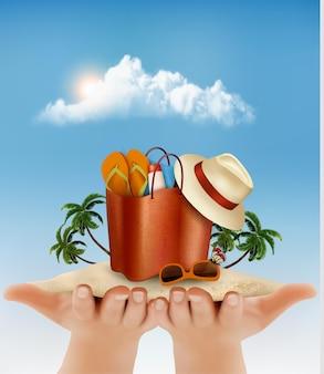 Концепция отпуска. пляж с пальмой, фотографией и пляжной сумкой в руках.