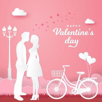 バレンタインのグリーティングカード。手をつないで、ピンクの自転車でお互いを見ている愛のカップル。紙カットスタイルの図