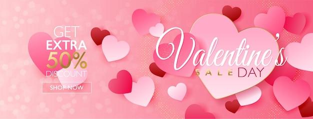 ピンクのボケ味の背景にピンクのハートペーパークラフトとバレンタインデーセールコンセプトバナー