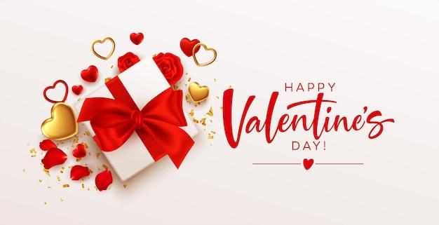 Шаблон оформления день святого валентина с подарочной коробкой с красным бантом, золотыми и красными сердцами на белом фоне
