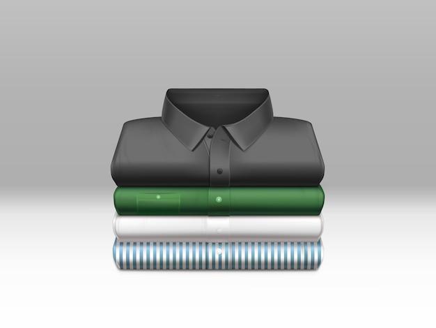 Разноцветные, чистые мужские рубашки, выглаженные и сложенные в стопку