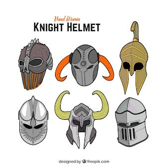 갑옷의 다양한 손으로 그린 헬멧