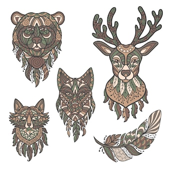 野生の森の動物の抽象的な頭をベクトルします:鹿、オオカミ、クマ、キツネ、エスニックスタイルの羽、zenart。白い背景で分離