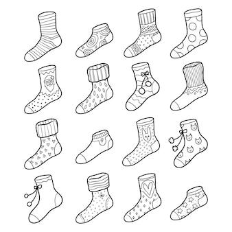 Векторный черно-белый набор носков с геометрическими и рождественскими украшениями