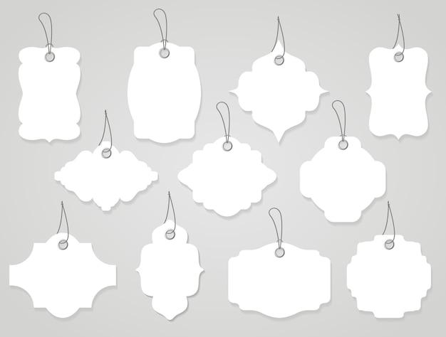 Etichette o tag in bianco di vettore bianche con corde