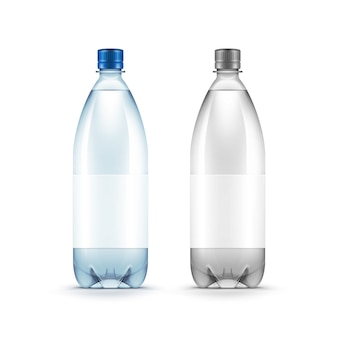 Пустая пластиковая бутылка с водой