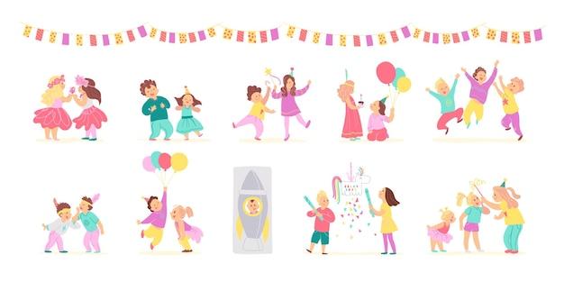 風船、ピニャータ遊びと白い背景で隔離を祝う誕生日パーティー幸せな子供たちのベクトルコレクション。フラット手描き漫画スタイル。カード、パターン、タグ、招待状などに適しています。