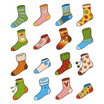 Векторный красочный набор носков с геометрическими и рождественскими украшениями
